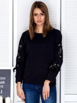 Czarna bluza z kokardami na rękawach                                  zdj.                                  1