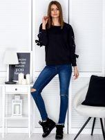 Czarna bluza z kokardami na rękawach                                  zdj.                                  4