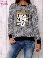 Czarna bluza z literowym nadrukiem                                  zdj.                                  1