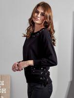 Czarna bluza z rozcięciami i perełkami                                  zdj.                                  2