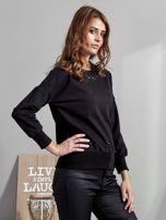 Czarna bluza z rozcięciami i perełkami                                  zdj.                                  3