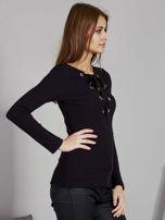 Czarna bluzka damska ze sznurowanym dekoltem                                   zdj.                                  3