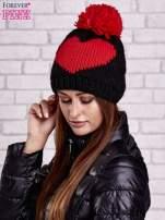Czarna czapka z motywem serca i pomponem                                  zdj.                                  2