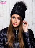 Czarna czapka z srebrnym nadrukiem i pomponem                                                                          zdj.                                                                         1
