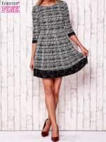 Czarna graficzna sukienka z koronkowym wykończeniem                                  zdj.                                  2