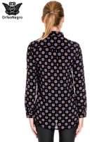 Czarna koszula w etniczne wzory z podwijanym rekawem                                  zdj.                                  4