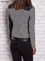 Czarna kurtka ramoneska w pepitkę ze skórzanymi wstawkami                                  zdj.                                  4
