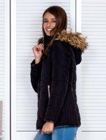 Czarna kurtka zimowa z futrzanym kapturem i kołnierzem                                  zdj.                                  4