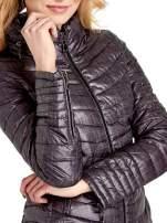 Czarna lekka kurtka puchowa z suwakami przy rękawach                                  zdj.                                  5