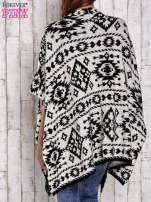 Czarna narzutka poncho w azteckie wzory                                  zdj.                                  4