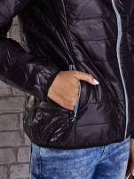Czarna ocieplana kurtka z kontrastowym wykończeniem kaptura