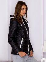 Czarna pikowana kurtka przejściowa z ozdobnymi suwakami                                  zdj.                                  3