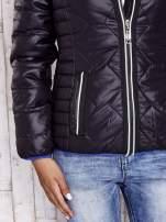 Czarna pikowana kurtka z futrzaną podszewką                                  zdj.                                  8