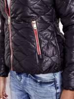Czarna pikowana kurtka z futrzanym ociepleniem                                   zdj.                                  10