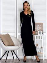 Czarna sukienka maxi z kapturem i białymi pasami z boku                                  zdj.                                  2