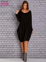 Czarna sukienka oversize ze ściągaczem na dole                                   zdj.                                  2