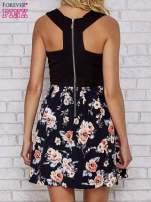 Czarna sukienka skater z kwiatowym dołem                                  zdj.                                  4