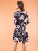 Czarna sukienka w kwiatowy wzór                                  zdj.                                  2