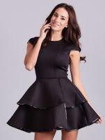 Czarna sukienka z błyszczącym wykończeniem                                  zdj.                                  3