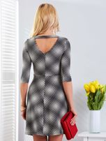 Czarna sukienka z dekoltem na plecach                                  zdj.                                  2