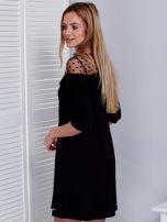 Czarna sukienka z dekoltem w groszki                                  zdj.                                  5