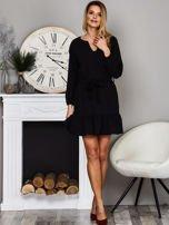 Czarna sukienka z falbaną i wiązaniem                                  zdj.                                  4