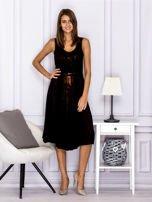 Czarna sukienka z rozkloszowanym dołem                                  zdj.                                  4