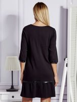 Czarna sukienka ze skórzanymi lamówkami                                  zdj.                                  2