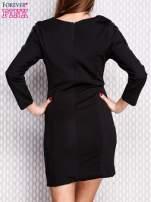 Czarna sukienka ze skórzanymi wstawkami na rękawach                                   zdj.                                  4