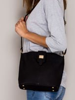 Czarna torebka z ozdobną klapką                                   zdj.                                  4