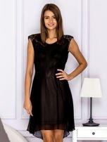 Czarna warstwowa sukienka z wiązaniem                                   zdj.                                  1