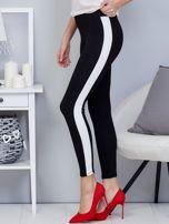 Czarne legginsy z białym lampasem                                  zdj.                                  3