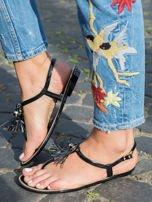 Czarne sandały z ozdobnymi chwostami na przodzie buta                                  zdj.                                  4