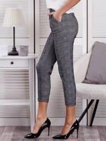 Czarne spodnie materiałowe w kratę                                  zdj.                                  3
