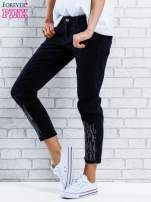 Czarne spodnie regular jeans z dżetami                                                                          zdj.                                                                         3