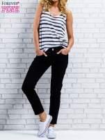 Czarne spodnie regular jeans z dżetami w pasie                                  zdj.                                  7