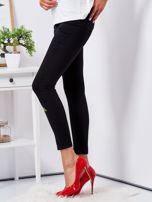 Czarne spodnie skinny z naszywkami                                  zdj.                                  3