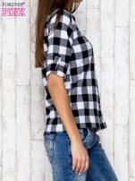 Czarno-biała koszula w kratę z kieszonką                                  zdj.                                  3
