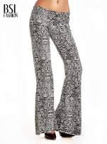 Czarno-białe wzorzyste spodnie typu dzwony