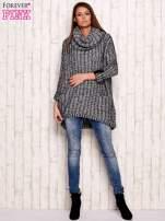 Czarno-biały melanżowy sweter z szerokim golfem i kieszeniami                                  zdj.                                  2