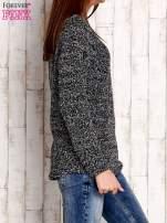Czarno-biały sweter bouclé                                  zdj.                                  3