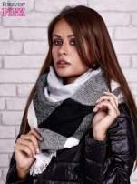 Czarno-biały wełniany szalik w szeroką kratę                                  zdj.                                  2