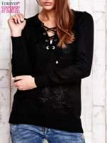 Czarny dzianinowy sweter z wiązaniem                                  zdj.                                  1