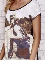 Czarny koronkowy t-shirt z nadrukiem dziewczyny                                  zdj.                                  5