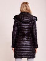 Czarny pikowany płaszcz z odpinanym kapturem                                  zdj.                                  2