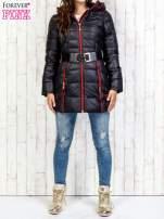Czarny płaszcz z paskiem i kolorowymi suwakami                                  zdj.                                  7