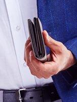 Czarny portfel męski z tłoczonym napisem                                  zdj.                                  5
