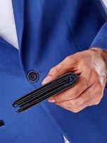 Czarny portfel z poziomą tłoczoną wstawką                                  zdj.                                  5