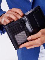 Czarny skórzany portfel męski z symetrycznymi tłoczeniami                                  zdj.                                  3