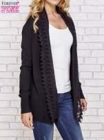 Czarny sweter kardigan z ażurowym przodem                                  zdj.                                  3